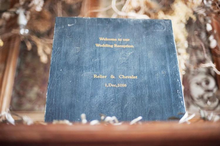 結婚式のウエルカムボードはシンプルにおしゃれなアイテム
