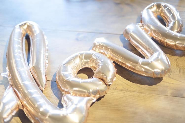 結婚式のバルーン装飾,大人気のラブバルーンでおしゃれで可愛くコーディネート