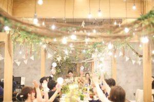 結婚式での高砂ソファはゲストと同じ目線でアットホーム